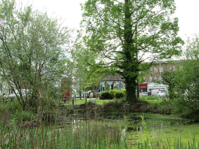 Ickenham pump and pond